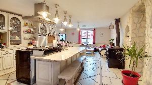A vendre une maison de 204 m2 avec piscine a Brens., ,…