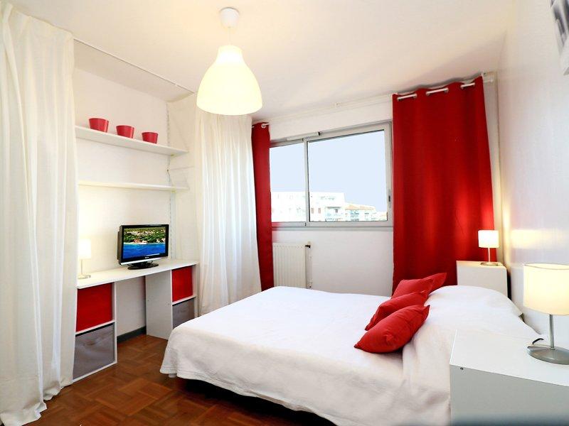 Chambre meublée, avec un lit de 140 (literie neuve), une…