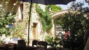 Maison de village du 16ème siècle sur 395 m2 habitables…