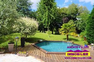 Maison individuelle, 5 chambres, piscine, terrain de 700m²